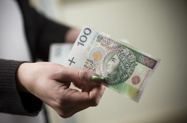 Українські заробітчани щорічно передають з Польщі 5 млрд євро