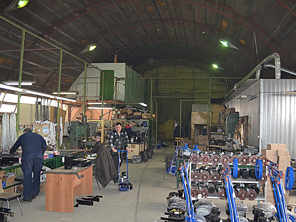 Робота в Польщі на заводі по збірці косарки на виробничій лінії