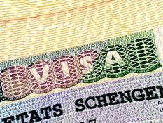 В ЄС сподіваються скасувати візи для українців у 2016